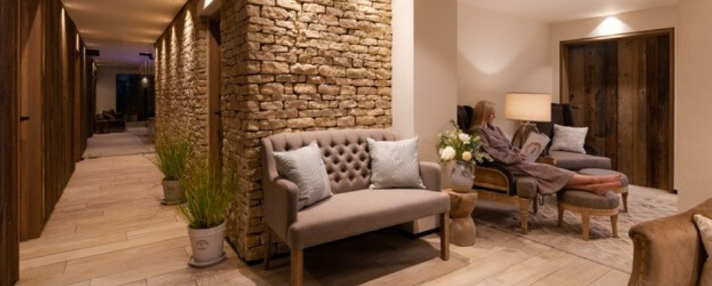 Homefield Grange Retreat - treatments and spa reception area
